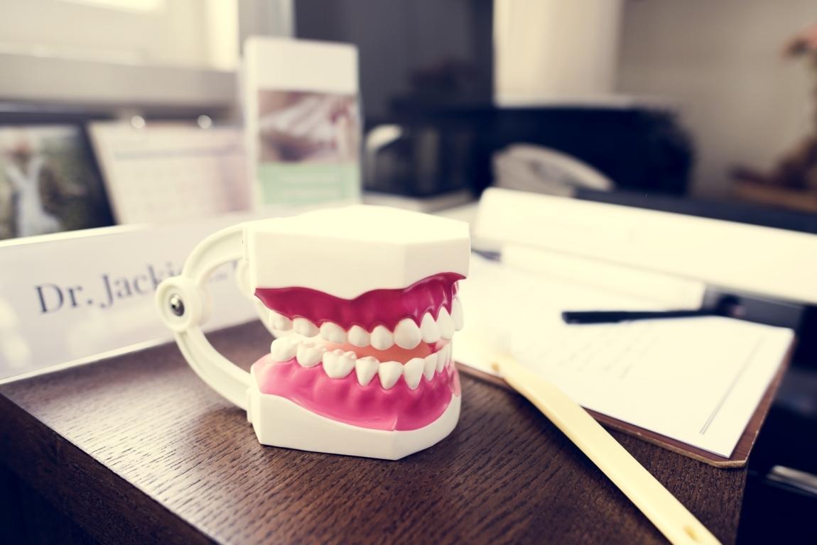 dentists-desk-PBGQUT4 (FILEminimizer)